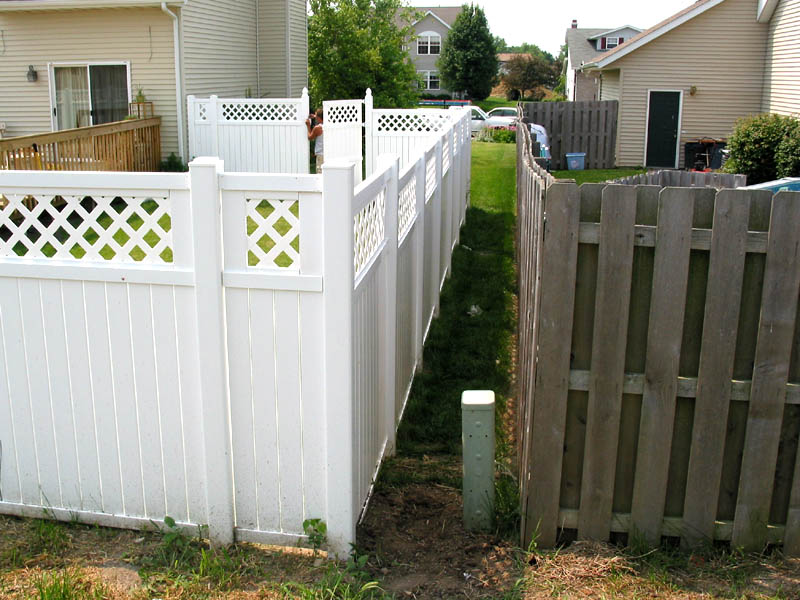 Vinyl fence vs wood fence